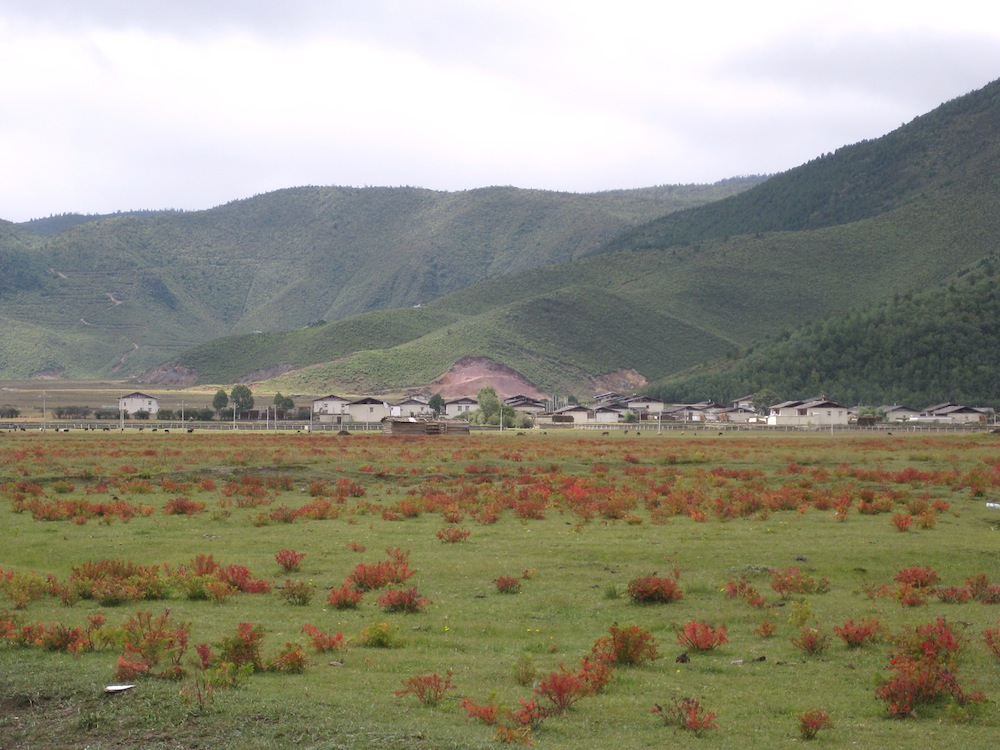 The fields and villages of Shangri-la County