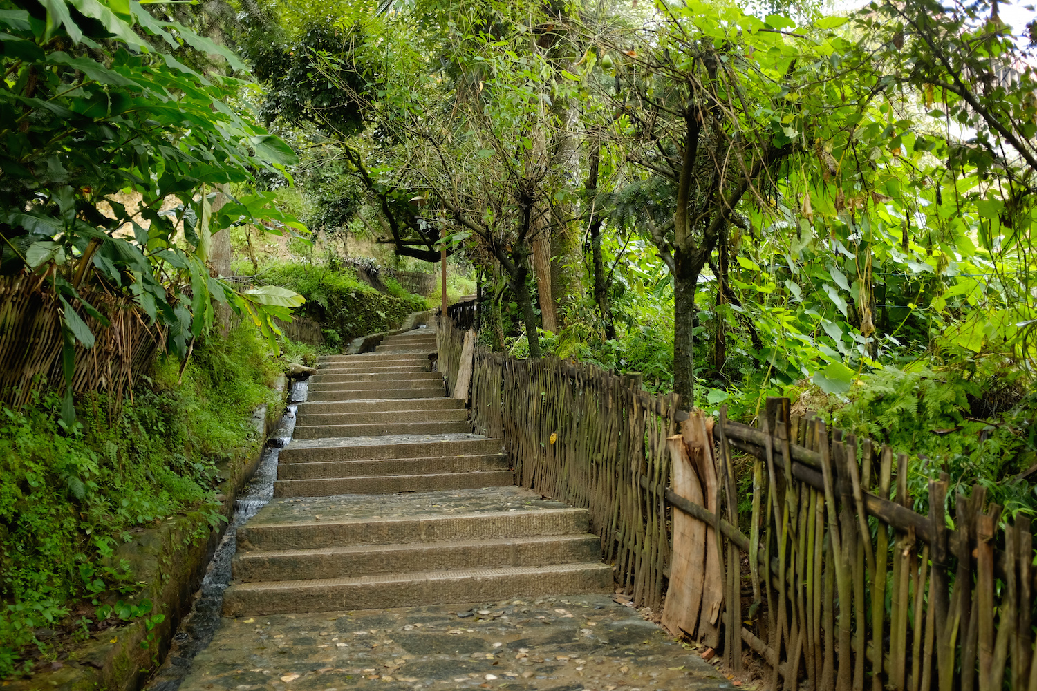 The walkway to Pugao Laozhai